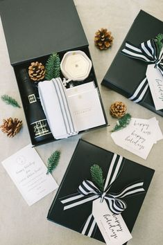 Top Corporate Holiday Curated Gift Box Designs : CORPORATE HOLIDAY GIFTS// Our favorite brand-inspired corporate gift boxes curated to help company professionals celebrate the holiday season, designed by Marigold & Grey. Cadeau Client, Wrapping Gift, Diy Foto, Gift Box Design, Curated Gift Boxes, Branded Gifts, Client Gifts, Diy Blog, Appreciation Gifts