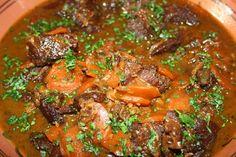 Joue de boeuf aux épices, carottes et raisins Meat Appetizers, French Food, Wok, Pot Roast, Allrecipes, Curry, Good Food, Dishes, Cooking