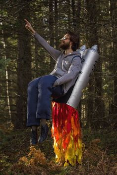 Imagen 84 / 106 : Disfraz con taburete de cohete