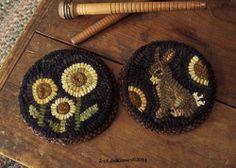 BunnY & FLowers- PrimiTive OriginaL FoLk ArT Hand Hooked WooL Mini Rug Mats OOAK