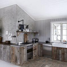 """""""Vinterferie og hyttetid ⛄️Bli inspirert av Bolina-Hannes hytte! www.bolina.no/blogg (link in profile) Foto: Birgitta Wolfgang Dreyer//Sisters Agency for…"""""""