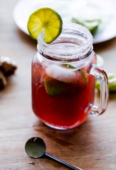 Pomegranate Moscow Mule. An easy fall cocktail made with pure pomegranate juice!