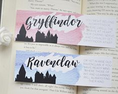 Gryffindor Ravenclaw marque-page harry potter 8 Harry Potter Diy, Marque Page Harry Potter, Cadeau Harry Potter, Harry Potter Bricolage, Harry Potter Thema, Harry Potter Bookmark, Theme Harry Potter, Anniversaire Harry Potter, Harry Potter Drawings