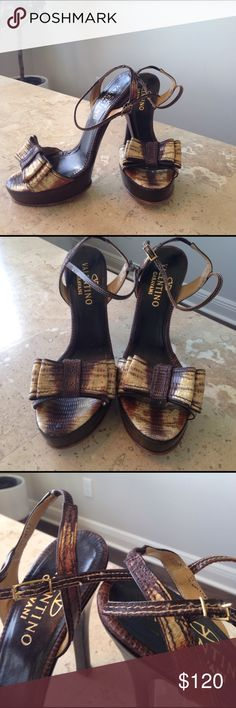 Valentino Garavani heels Snake skin bow heels! Only signs of wear is the stitching around the buckle. Can not notice when wearing. Valentino Garavani Shoes Heels