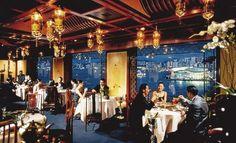 Top 10 Luxury Hotel Restaurants Around the Globe. luxe en een beetje oude uitstraling, wat in het restaurant een warm gevoel oproept. ook een mooi uitzicht