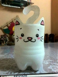 Gatito portalapices hecho con botella (idea del canal de Floritere) Plastic Bottle Planter, Reuse Plastic Bottles, Plastic Bottle Crafts, Recycled Bottles, Recycled Crafts, Cat Crafts, Animal Crafts, Diy And Crafts, Diy Fleur Papier