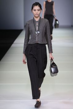 See the complete Giorgio Armani Spring 2015 Ready-to-Wear collection.
