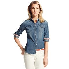 Denim button down shirt ~ tuck it in for a polished look or untuck for a casual look. Blue Denim Shirt, Denim Blouse, Denim Shirts, S Shirt, Shirt Tuck, White Skinny Jeans, White Pants, Le Closet, Cool Outfits