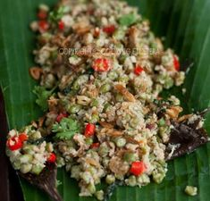 lawar ayam sayur - chicken, jack fruit, long bean and spicy coconut Sambal Sauce, Indonesian Cuisine, Indonesian Recipes, Long Bean, No Cook Appetizers, Asian Recipes, Ethnic Recipes, Boneless Chicken, Food For Thought