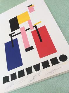Ontwerper Menno Anker maakt onder de naam Grand DépART series posters met wielrennen als thema. Voor deze expositie ter gelegenheid van de start van de Giro in Gelderland maakte hij van iedere start/aankomstplaats in de Grand Partenza een speciale uitgave