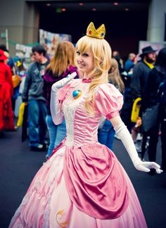princess peach cosplay
