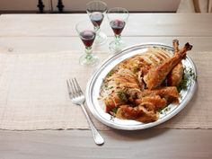 Accidental Turkey recipe from Ina Garten via Food Network dry brine lemon and herbs Dry Brine Turkey, Roasted Turkey, Turkey Gravy, Turkey Recipe Ina Garten, Best Thanksgiving Turkey Recipe, Thanksgiving Ideas, Food Network Recipes, Cooking Recipes, Cooking Time