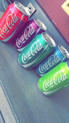 Coca Cola cans gone rainbow! Rainbow Aesthetic, Aesthetic Food, Aesthetic Iphone Wallpaper, Aesthetic Wallpapers, Kreative Desserts, Rainbow Food, Coke Cans, Coca Cola Bottles, Phone Wallpapers
