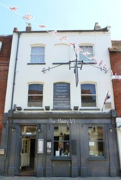 The Henry VI Pub - my local, and it couldn't be much more local. it's or less from our house Ceviche Restaurant, Cafe Restaurant, Exterior Colors, Interior And Exterior, Store Front Windows, Restaurant Exterior, Washing Windows, Pubs And Restaurants, Cafe Shop