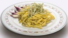 La ricetta del giorno: garganelli di Imola con scalogno di Romagna IGP e pancetta Ricetta: http://winedharma.com/it/dharmag/gennaio-2014/la-ricetta-del-giorno-garganelli-di-imola-con-scalogno-di-romagna-igp-e-pancett