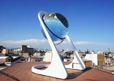 Esferas solares tan eficientes que generan energía incluso con la luna. Ver: http://ecoinventos.com/esferas-solares/  Rawlemon es una lente en forma de esfera generadora de energía solar. Su sistema de concentración y amplificación de los rayos solares le permite ser un 70 % mas eficiente que los paneles solares tradicionales. Según su creador, es la innovación más importante en el campo de la energía solar desde la invención de los paneles fotovoltáicos.