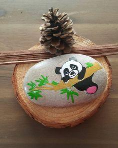Panda gibi tembellik yapacağımız bir pazar günü olsun# iki panda sever için hazırım @onuryaman_ @ezgi.nurxx #stoneart #stonepaint #gift #paint #hediyeninboylesi #gifts #hediyelik #dogadan #stonepainting #taşboyama #handmade #doğumgünü #doğumgünühediyesi