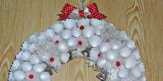 How to make a Christmas wreath from paper