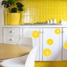 Ce temps ☀️ donne envie de coller des oranges partout chez soi... non ? Kitchen Cart, Orange, Home Decor, Envy, Kitchen Trolley, Interior Design, Home Interior Design, Home Decoration, Decoration Home