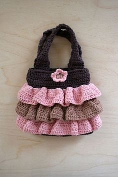 Waves of Ruffles Purse Crochet Pattern - could buy the pattern but it looks pretty easy to make #CrochetBagsandPurses