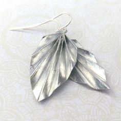 Pendientes hojas de origami / / brillo plata por STCHandmade