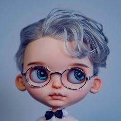 A boy #Blythe #Blythedoll #customBlythe  #noise #noisedoll  #Blythecustom #doll Ooak Dolls, Reborn Dolls, Blythe Dolls, Art Dolls, Kawaii Chibi, Little Doll, Doll Repaint, Boy Doll, Custom Dolls