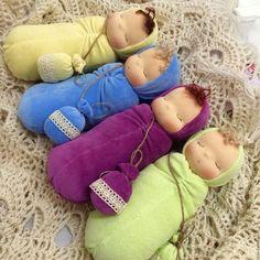 No automatic alternative text available. - Diy And Craft Sock Dolls, Felt Dolls, Doll Toys, Doll Crafts, Diy Doll, Fabric Toys, Sock Animals, Waldorf Toys, Sewing Dolls