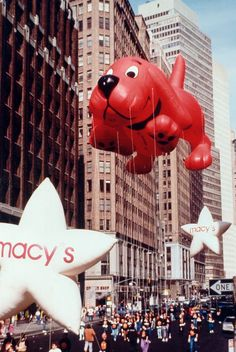 Take A Trip Back In Time With These Vintage Macy's Thanksgiving Day Parade Balloon Photos Weinlese Macys Erntedankfest-Parade-Fotos Clifford Macys Thanksgiving Parade, Happy Turkey Day, Red Dog, The Balloon, Vintage Christmas, Vintage Thanksgiving, Some Fun, Mardi Gras, Event Design