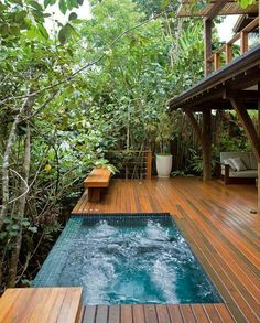 Combining a swimming pool with a deck is a great way to improve your outdoor living space. These swimming pool decks ideas will help you to get one! Spa Jacuzzi, Kleiner Pool Design, Outdoor Bathtub, Jacuzzi Outdoor, Small Pool Design, Small Pools, Swimming Pool Designs, Exterior Design, Modern Exterior