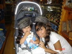 Con sombreros de cazadores en NY con Mary