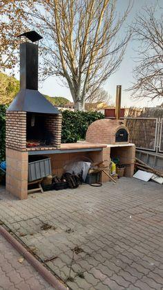 Nuestro cliente Juan Montilla de Fraga (Huesca), ha construido este merendero con ladrillos refractarios junto al horno de barro con acabado en ladrillo que le montamos el año pasado.