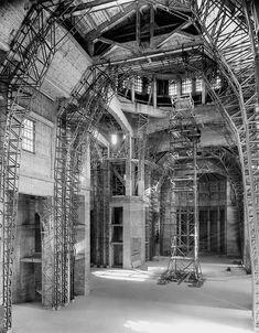 Image : HM_ARC_002098 Oratoire St-Joseph, intérieur de la basilique (en construction) St Joseph, Ville France, Chapelle, Beautiful Architecture, Under Construction, Canada, Images, Tower, Photos