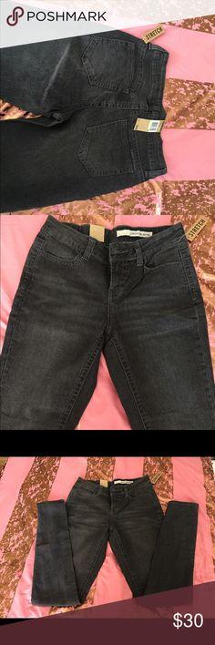 DKNY Stretch Womens Jegging Skinny Jean Style KCMUJ749. Color code: 016 DKNY Jeans Skinny