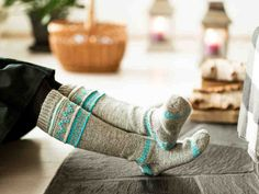 Pitkät villasukat lämmittävät kunnolla. Kaunis, mutta yksinkertainen kirjoneule antaa sukkiin ilmettä. Neuleohjeen avulla voit tehdä villasukat lapselle,... Crochet Socks, Knitting Socks, Knit Crochet, Knitting Ideas, My Socks, Boot Cuffs, Leg Warmers, Handicraft, Bunt
