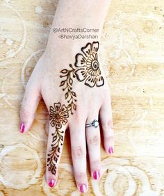 "20 Likes, 1 Comments - Art&CraftsCorner (@artncraftscorner) on Instagram: ""Simple henna design for sangeet , birthday parties or festivals  . . . . . . . #HennaArt…"""