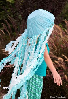 Learn how to make a homemade light up jellyfish costume for Halloween in under one hour. Easy DIY for glowing success. No umbrella needed, use a hat and a punch bowl. The Little Mermaid Musical, Little Mermaid Costumes, Easy Diy Costumes, Diy Halloween Costumes, Halloween 2018, Costume Ideas, Jellyfish Costume Diy, Jellyfish Halloween, Umbrella Jellyfish