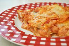Le lasagne sono un primo piatto amato da tutti, queste sono molto semplici, solo pomodoro e mozzarella. Scoprite la ricetta cliccando sul link.