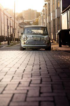 Mini Cooper Classic, Mini Cooper S, Classic Mini, Classic Cars, Cafe Racing, Racing Seats, Best Racing Cars, Race Cars, Go Kart