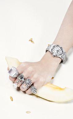 Las joyas de esta temporada   Editorial by Vogue España   White gold ring with diamonds by Gayubo