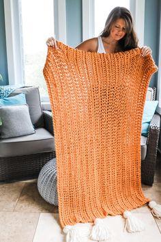 Crochet Chunky Blanket - Free Pattern - MJ's off the Hook Designs Chunky Crochet Blanket Pattern Free, Crochet For Beginners Blanket, Chunky Blanket, Easy Crochet, Free Crochet, Crochet Patterns, Crochet Ideas, Half Double Crochet, Crochet Projects