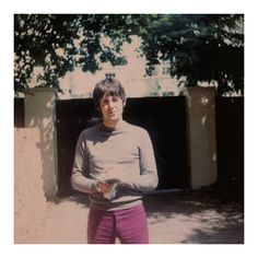 August 5, 1967 ~ Candid of Paul meeting fans at his home, in St John's Wood. Credit to: Sara Schmidt.