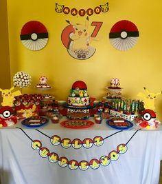 Pokemon Party Decorations, Birthday Party Decorations, Party Themes, Pet Rocks Craft, Festa Pokemon Go, Pokemon Birthday Cake, Pikachu Cake, Twin Birthday, 9th Birthday