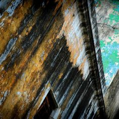 Old buildings can make great grunge pictures.