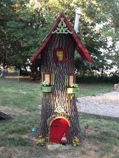 Gnome house with leaf blower part for chimney and funnel for top. Gnome house with leaf blower part Fairy Tree Houses, Fairy Garden Houses, Gnome Garden, Fairies Garden, Fairy Doors For Trees, Flowers Garden, Gnome Tree Stump House, Tree Trunks, Miniature Fairy Gardens