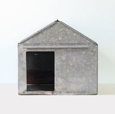 Vintage Metal House by bellalulu Vintage Dog, Vintage Metal, Thinking In Pictures, Tin House, Designer Dog Beds, Metal Homes, Miniature Houses, Diy Stuffed Animals, Dog Houses