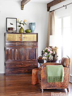 Elegantly rustic living room. Design: Chris Barrett. housebeautiful.com. #rustic #living_room #bungalow #wood