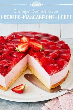 Erdbeer-Mascarpone-Torte This cream cake not only convinces with the fresh, juicy strawberries but also with an airy mascarpone quark cream that you will love. Pastry Recipes, Baking Recipes, Cookie Recipes, Food Cakes, Mascarpone Cake, Cream Cake, Yummy Cakes, Cake Cookies, Mexican Food Recipes