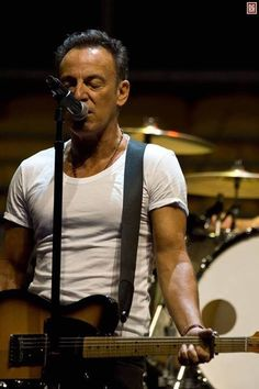 """aberdreams: """"Bruce in white T-shirts is a gift to humanity """""""