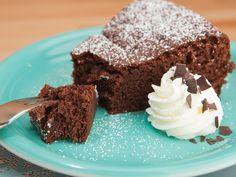 Erinnert ihr auch noch an DEN Geschmack eurer Kindheit? Süß, schokoladig, malzig? Ovomaltine! Mit meinem Rezept für Ovomaltine-Schokoladenkuchen macht ihr alle glücklich: Groß und Klein und vor allem euch selbst! http://www.fuersie.de/kitchen-girls/rezepte/blog-post/ovomaltine-schokoladenkuchen