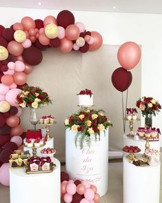 Check out videos with tutorials and dozens of incredible and authentic ideas for bridal shower decoration for you to be inspired and create your! Birthday Party Decorations For Adults, Balloon Decorations Party, Balloon Garland, Bridal Shower Decorations, Balloons, Wedding Decorations, Balloon Party, 18th Birthday Party, Mom Birthday